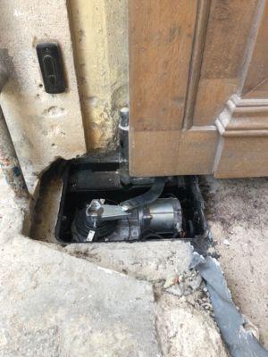 Motorisation Porte Cochère Enterrée Sans Son Capot De Protection