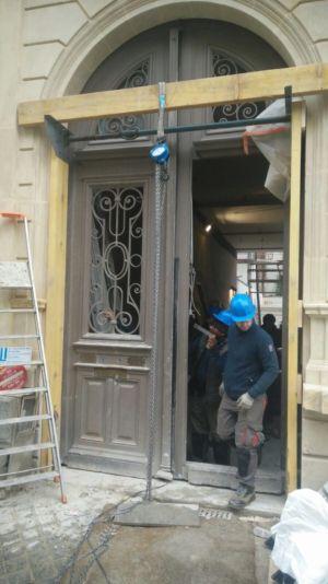 Porte Cochère 111 Rue De Longchamp - 1 : Préparation à La Dépose Des Deux Vantaux