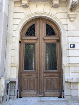 Porte Cochère 111 Rue De Longchamp - 23 : Porte Reposée Et Mise En Peinture En Cours