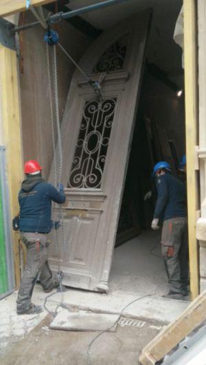 Porte Cochère 111 Rue De Longchamp - 2 : Dépose Du Grand Vantail