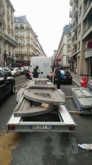 Porte Cochère 111 Rue De Longchamp - 3 : Les Deux Vantaux Sont Chargés Prêts A Partir En Atelier Pour Remise En état