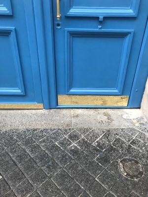 Porte Cochère 19 Rue Des Feuilantines Photo 12- Vantail Portant Le Portillon Avec Seuil Acier Surbaissé