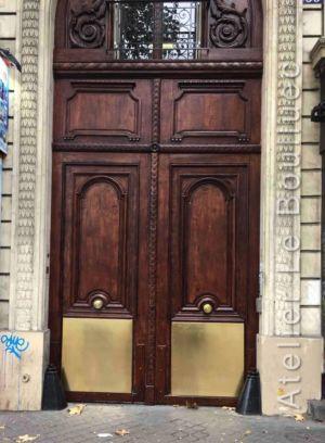 Porte Cochère Avec Grand Parement Laiton Détail