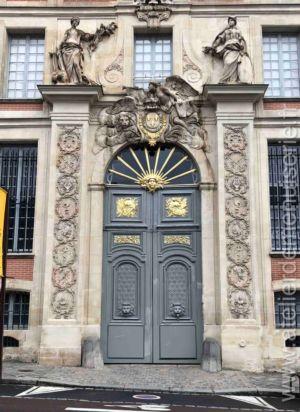 Porte Monumentale 5 Rue De L\'indépendance Américaine Versailles